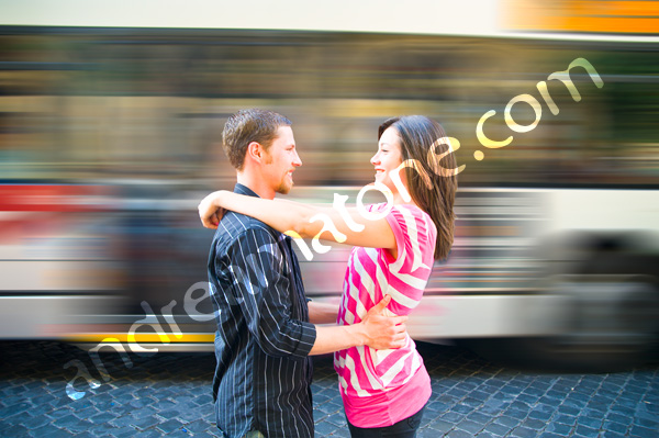 Photo Tour Picture in Rome: romantic Coulpe holding eachother with bus motion blur
