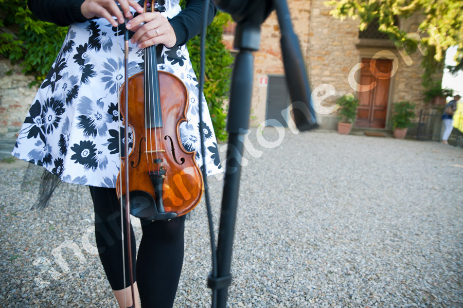 Music violin by outdoor marriage