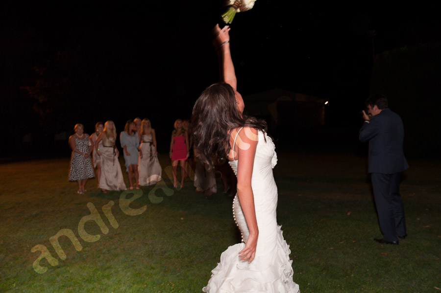 The launching of the bouquet throwing
