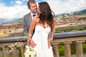 Piazza Michelangelo the newlyweds with the photographer in Tuscany Italy