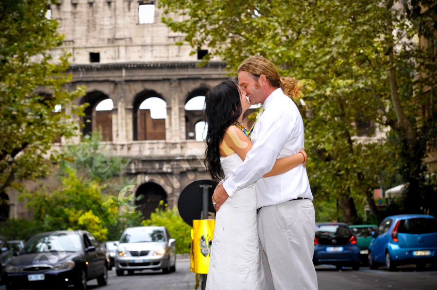 Kissing after with the Roman Colosseum Coliseum