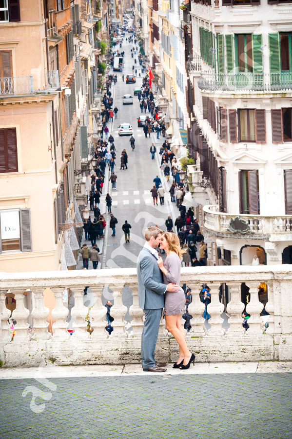 Rome photographer. Piazza di Spagna engagement session.
