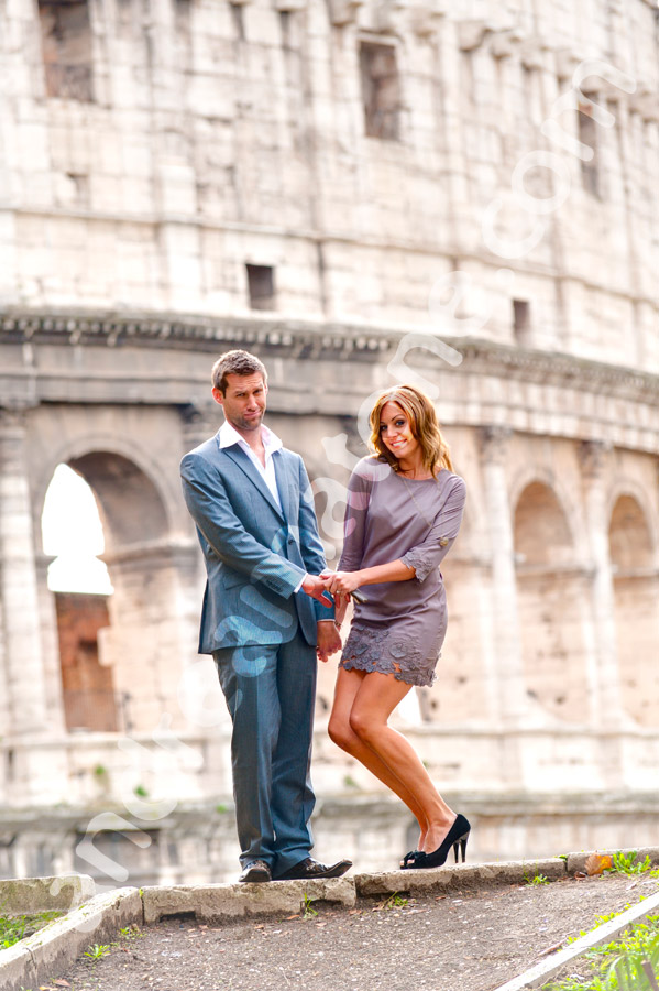Man and woman in front of the Roman Colosseum. Posing pictures during an engagement session.