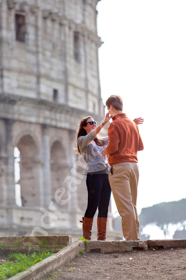Woman surprised by the wedding vow proposal secretly photographed in Rome