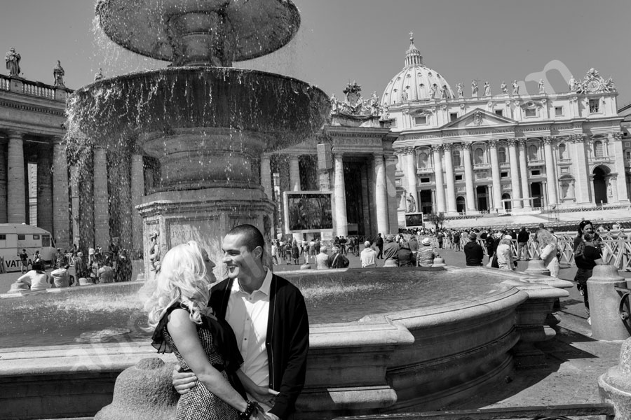 B&W image at the Vatican by the water fountain