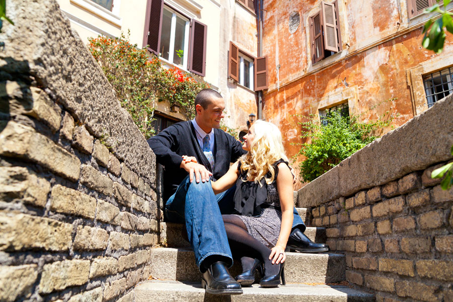 Image of a couple at the Roman quarter near the coliseum