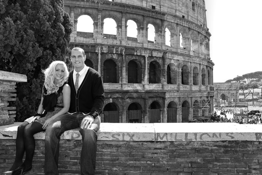 Black and white picture session before the Colosseum