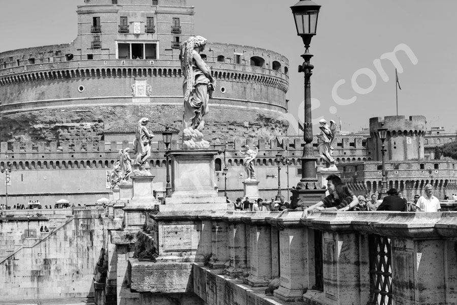 Ponte Castel San Angelo bridge in black and white in the centre
