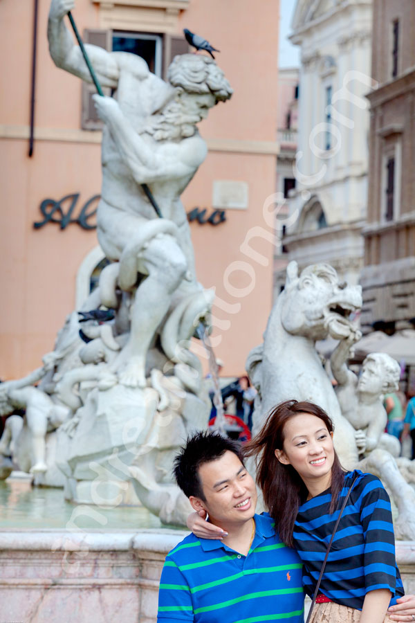 Couple portrait in Piazza Navona by the fountain
