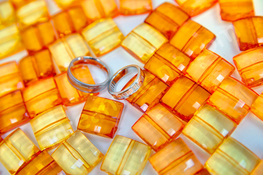 The luxurious wedding rings set on orange background