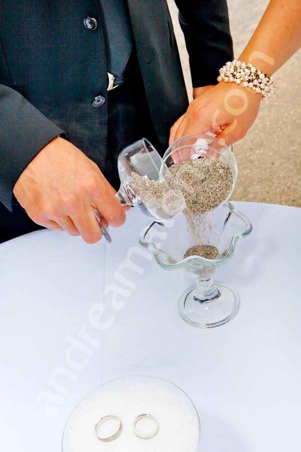 Joining the sand in the same cup as a symbol of wedding union