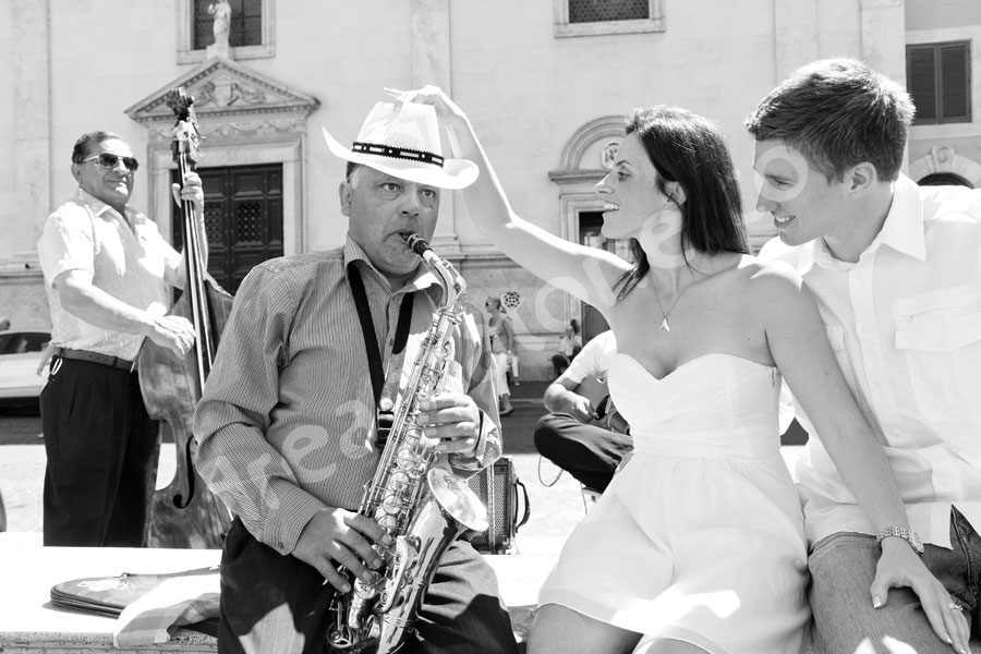 Man playing saxophone in black and white in a famous piazza