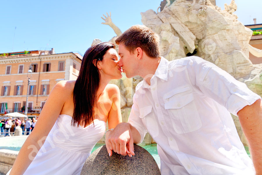 Kissing in Piazza Navona in the center of the historical city