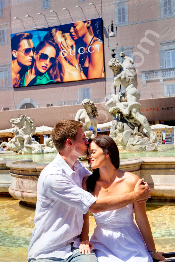 Couple kissing in Plaza Navona in Rome