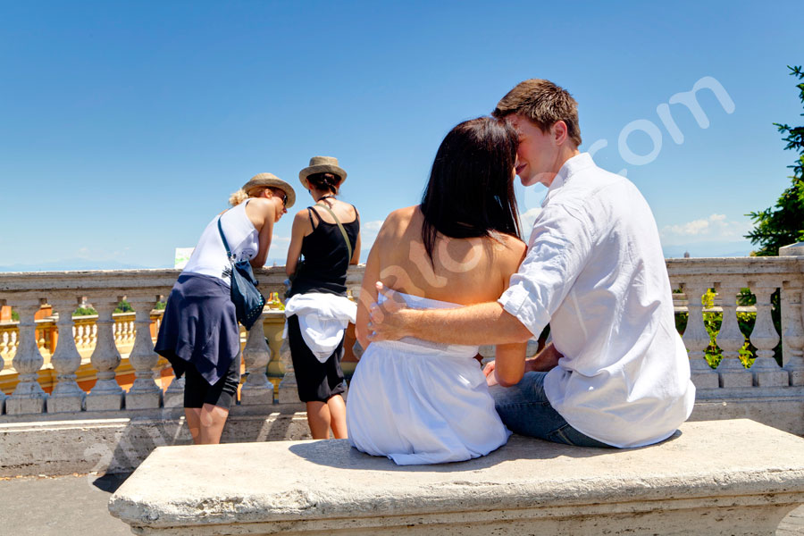 Photography engagement pictures in Rome Italy. Kissing at Fontanone del Gianicolo.