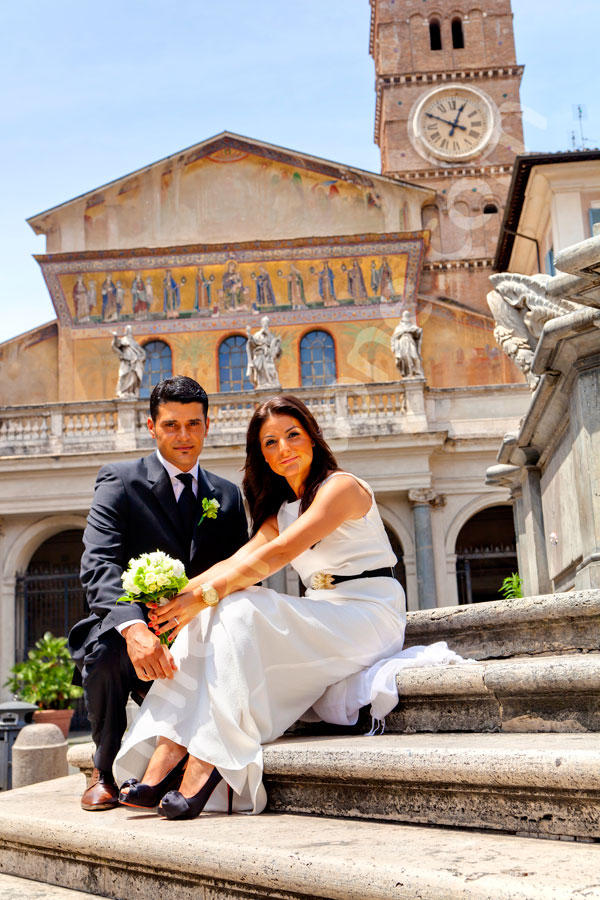 Trastevere wedding photographer. Picture taken in Piazza Santa Maria in Trastevere. Rome. Italy.