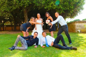 Pictures of the wedding guests and the bride outside Villa Grazioli