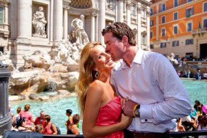 Engagement session in Piazza Fontana di Trevi in Rome Italy