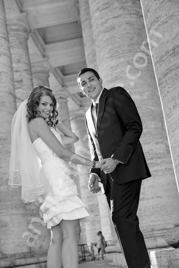Wedding photography taken in black and white under the columns