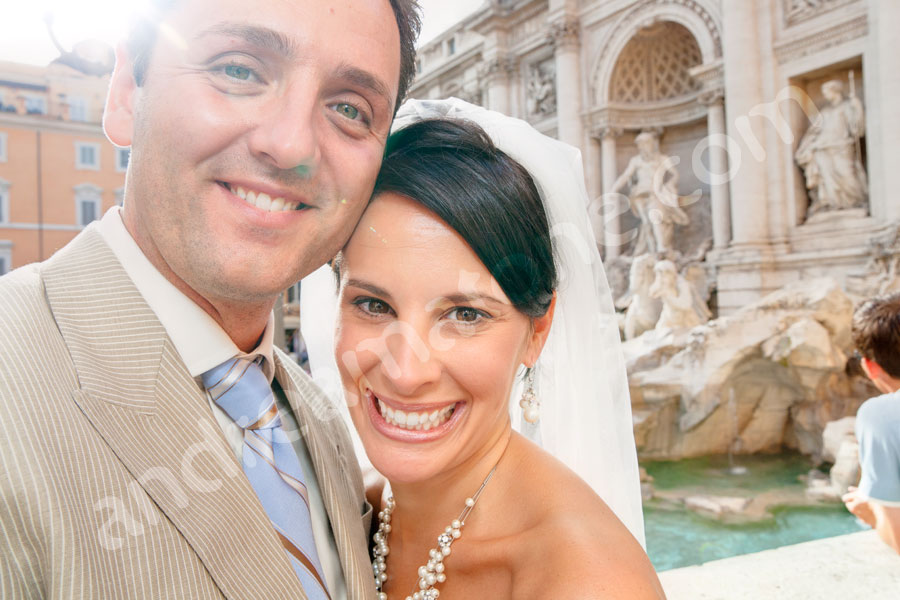 Newlyweds during the photography session at Fontana di Trevi