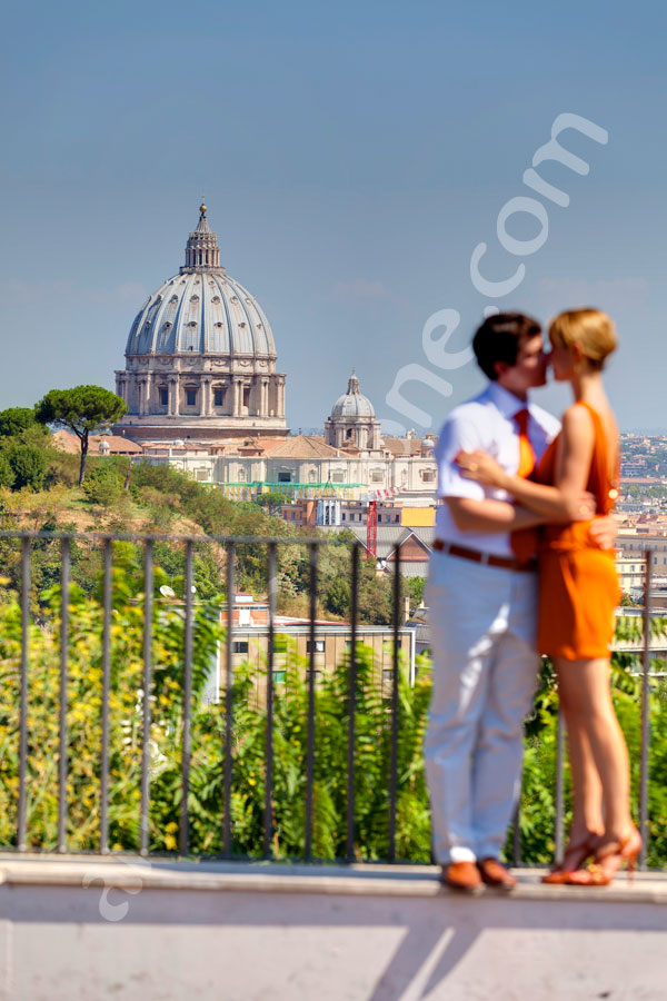 Couple kissing in front of Saint Peter's dome