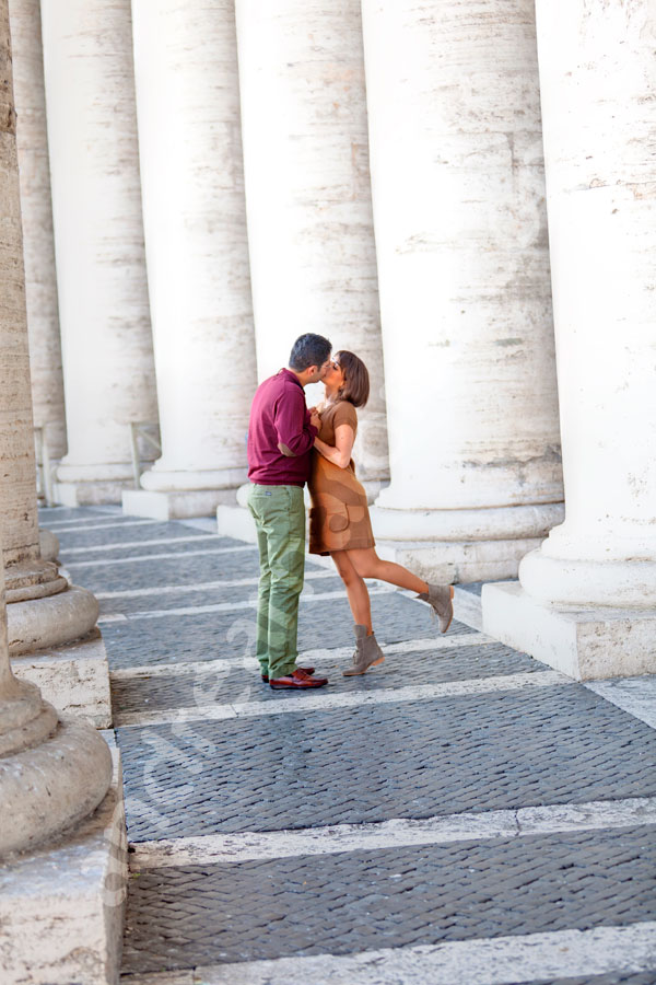 Kissing under the columns in Saint Peter's colonnade