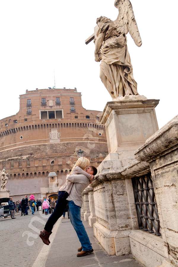 Hugging on Ponte degli Angeli. In front of the angel statues and the castle.