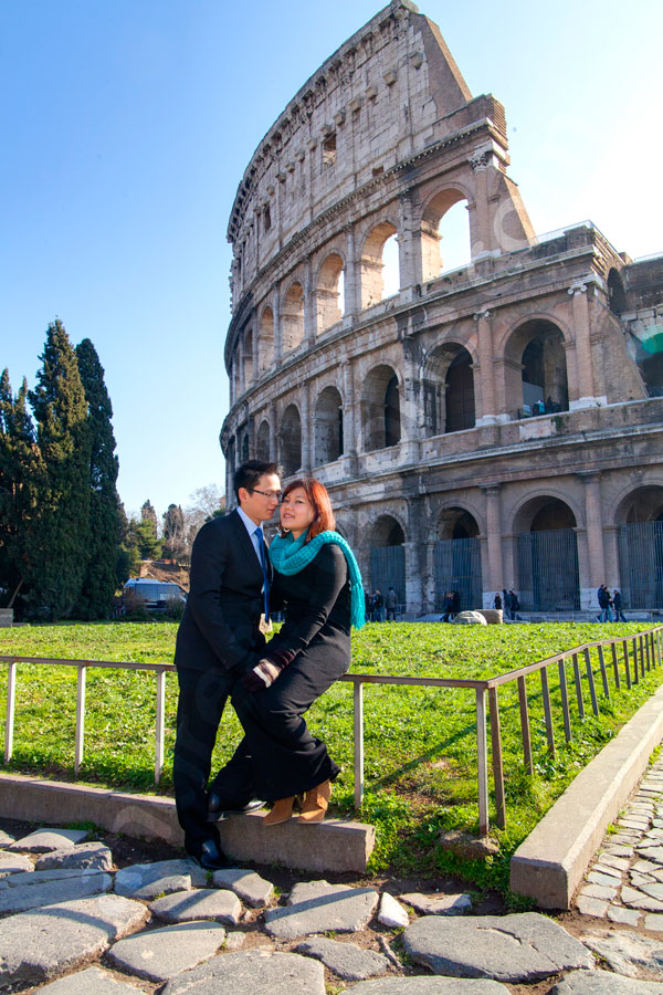 Engagement session portraiture. Engaged couple posing at the Roman Coliseum
