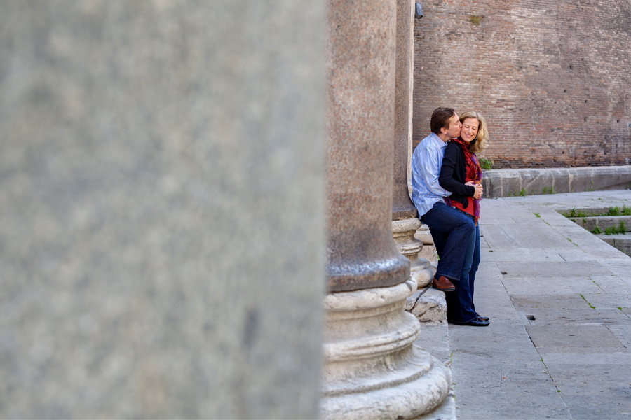 Couple photographed. Pantheon. Italy.