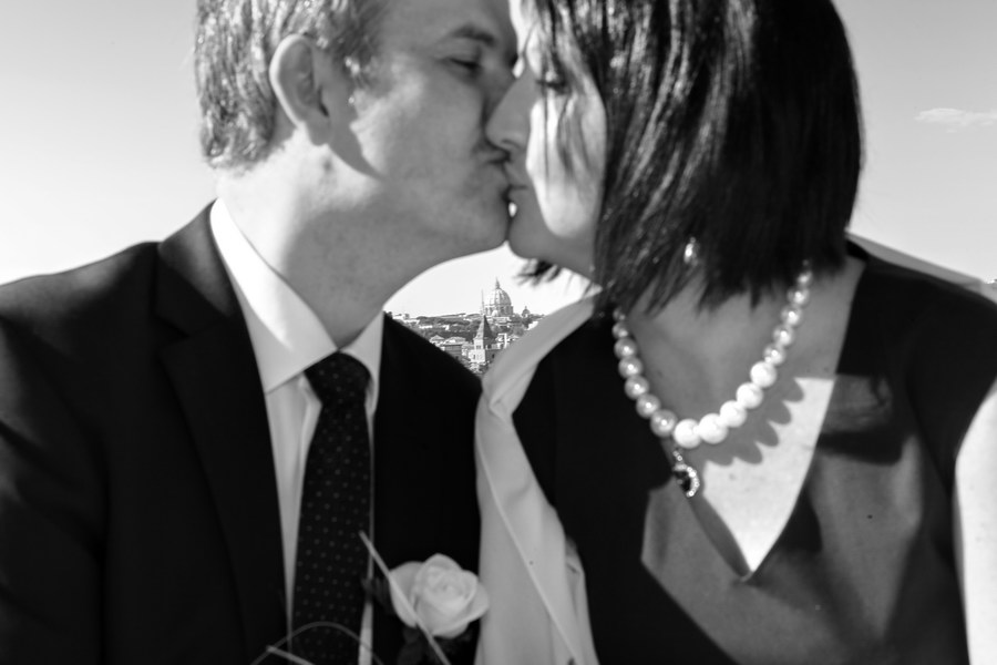 Black and white picture of the newlyweds before the ceremony