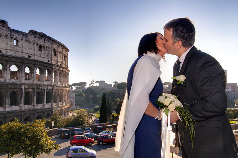 Kissing at the Roman Colosseum