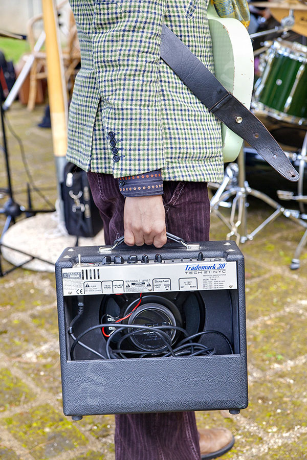 Band music amplifier