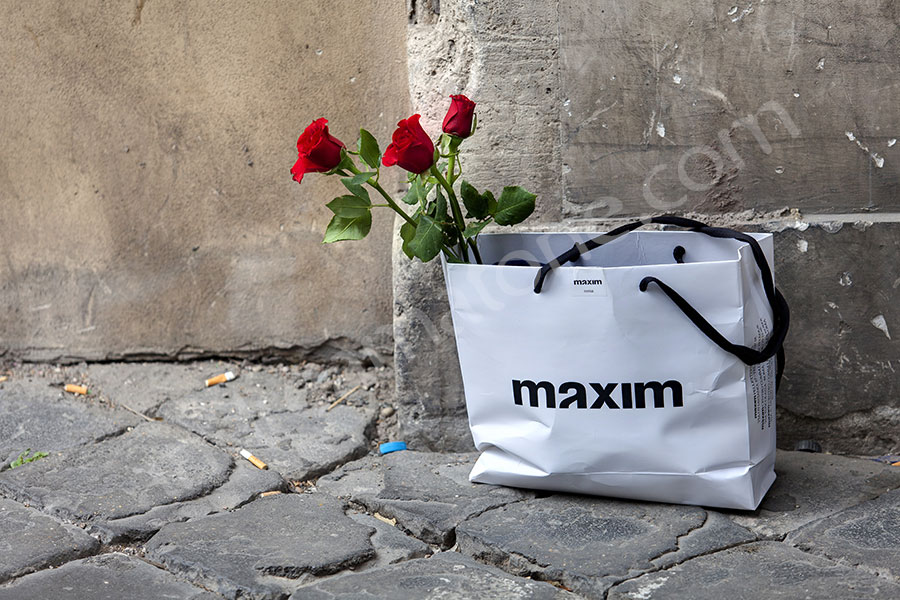 Roses in a white maxim bag .