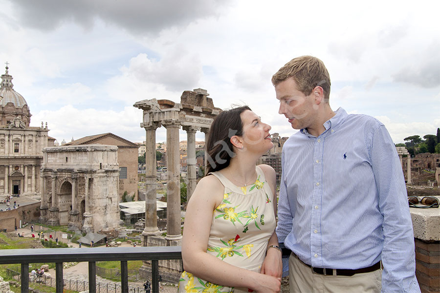 Engagement session among roman ruins in the Forum