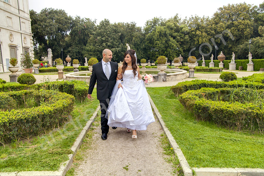 Walking together in the back garden of Parco Galleria Borghese