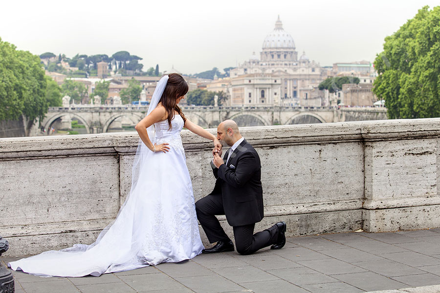 The bride and groom on Ponte Umberto with a sweeping view of Rome