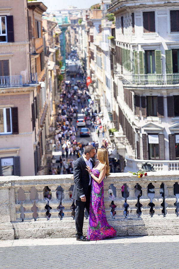 Honeymoon session. Kissing on the terrace of Piazza di Spagna the Spanish steps.