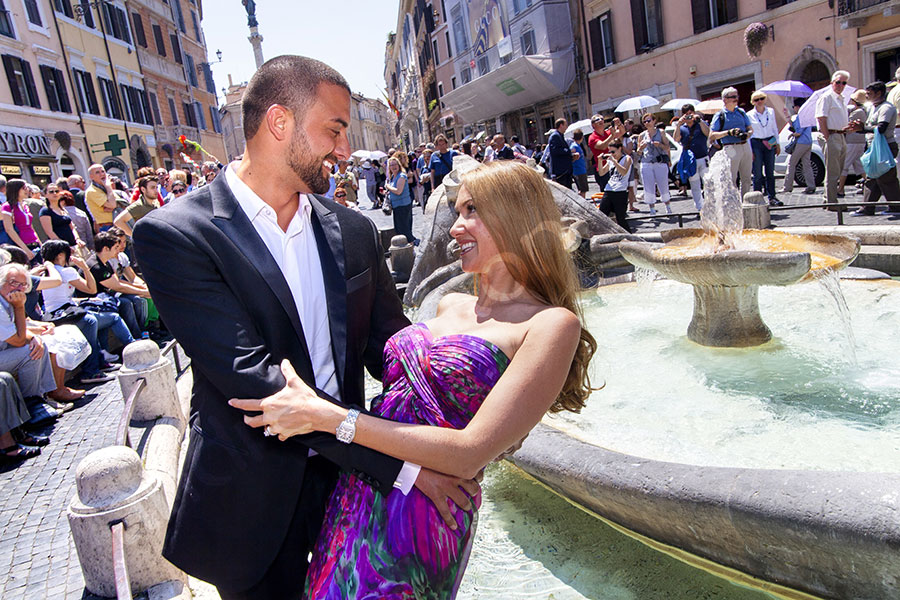 Man dips woman over the Fontana at the Spanish steps.