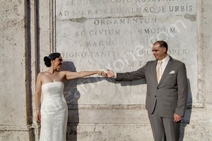 Wedding couple and their gesture in Piazza di Spagna in Rome