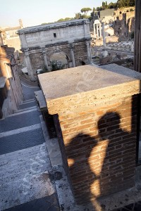 A kissing shadow in the city of Rome