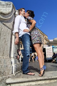 Couple kissing Piazza di Spagna Spanish steps in Rome