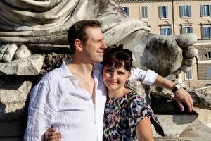 Portrait of a couple in Rome Piazza del Popolo