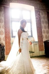 The bride photographed alone inside Castello Odescalchi