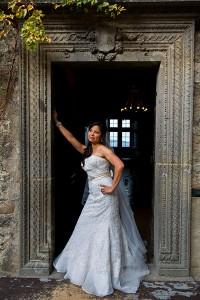 Bride standing on the edge of a door inside Castello Odescalchi