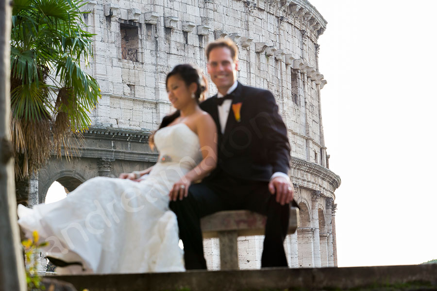 Newlyweds photographed in front of the roman Coliseum
