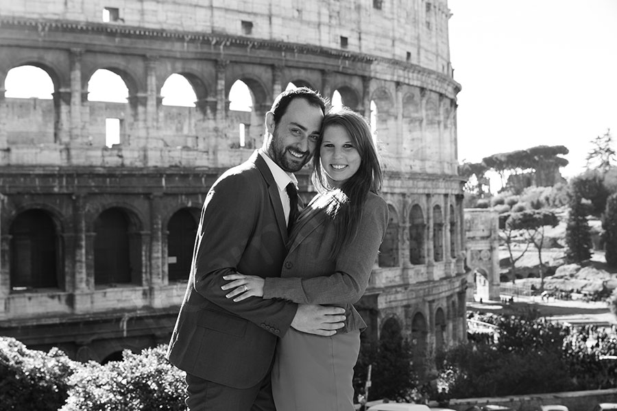 Black and white picture of a couple visiting Italy