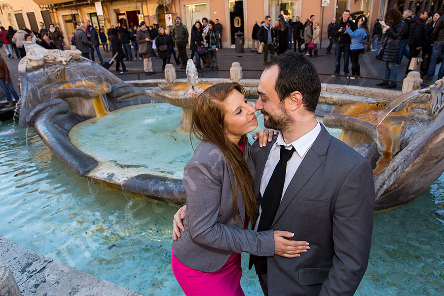 Engagement session at Piazza di Spagna down by the fountain