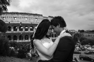 Black and white photo of a wedding couple in Rome