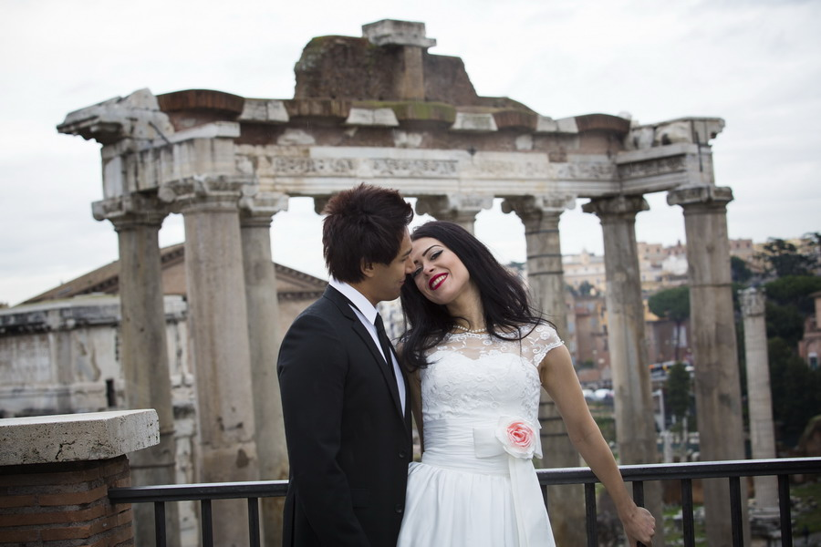 Roman forum view with a beautiful couple