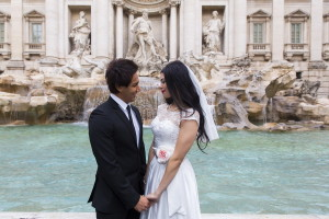 Couple during a wedding photo shoot in Rome at the Trevi fountain